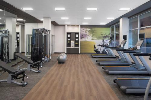 The fitness centre and/or fitness facilities at Courtyard by Marriott Albany Troy/Waterfront