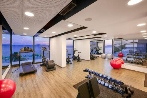 The fitness centre and/or fitness facilities at Medora Auri Family Beach Resort