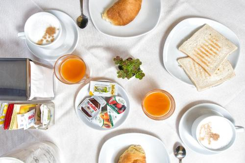 Breakfast options available to guests at Hotel Conterie