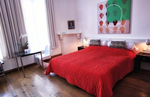 A bed or beds in a room at Galerie Hotel Dis
