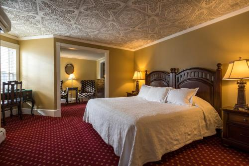 A bed or beds in a room at Stafford's Bay View Inn