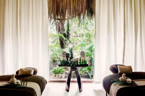 A seating area at Hotel Esencia