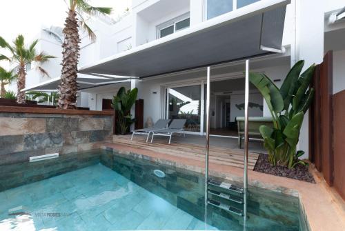 The swimming pool at or near Vista Roses Mar - Ancla Mar