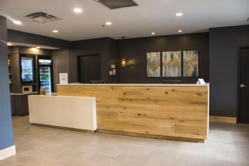 El vestíbulo o zona de recepción de Country Inn & Suites by Radisson, Niagara Falls, ON