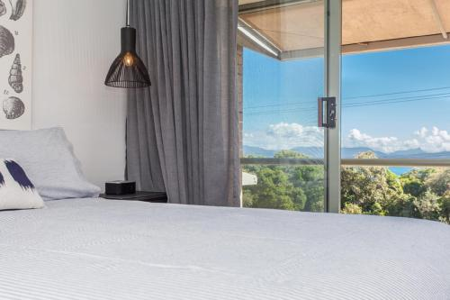 A bed or beds in a room at surfside6 @ james cook - Clarkes Beach