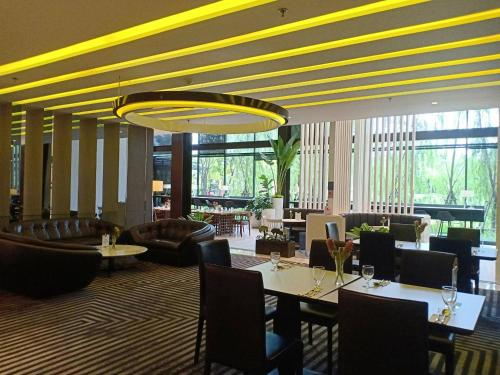 A restaurant or other place to eat at TK Palace Hotel & Convention