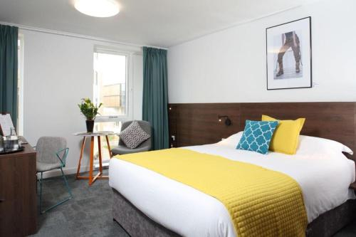 A bed or beds in a room at Sunley Hotel