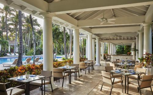 A restaurant or other place to eat at The Ocean Club, A Four Seasons Resort, Bahamas