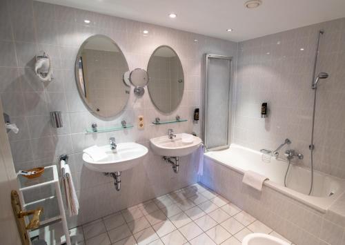 Een badkamer bij Hotel Meyer