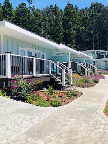 Seafoam Lodge