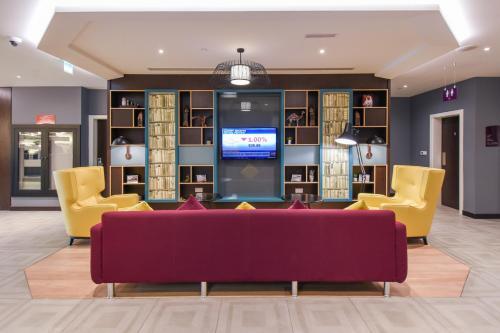A seating area at Premier Inn Dubai International Airport