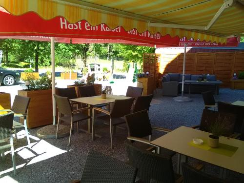 A restaurant or other place to eat at Pension Appartementhaus Bergland