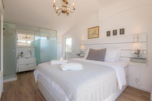 A bed or beds in a room at Casa Luisandra Boutique B&B