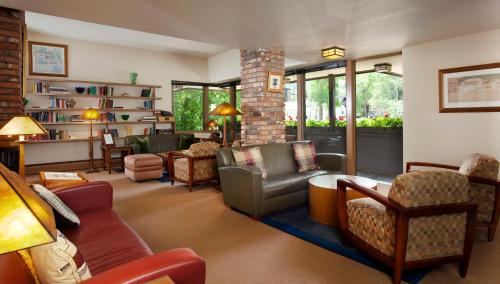 A seating area at Hearthstone House Aspen