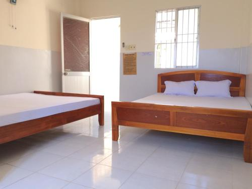 A bed or beds in a room at Hanh Huong Hostel