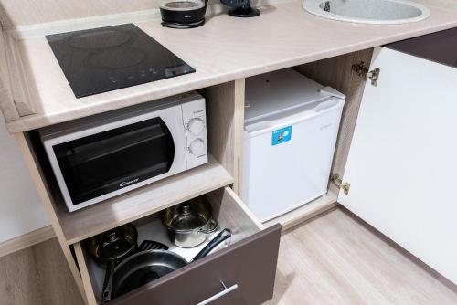 Кухня или мини-кухня в Studio on Svetlanskaya 6