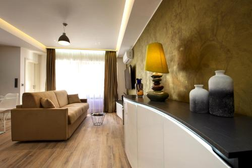 A seating area at The Queen Luxury Apartments - Villa Carlotta