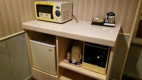 Coffee and tea making facilities at Hotel GOLF Hodogaya (Adult Only)