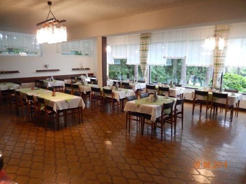 Un restaurante o sitio para comer en Parkhotel Zuzek