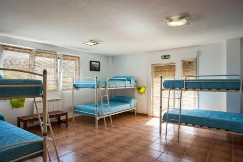 A bunk bed or bunk beds in a room at Albergue de Sonia