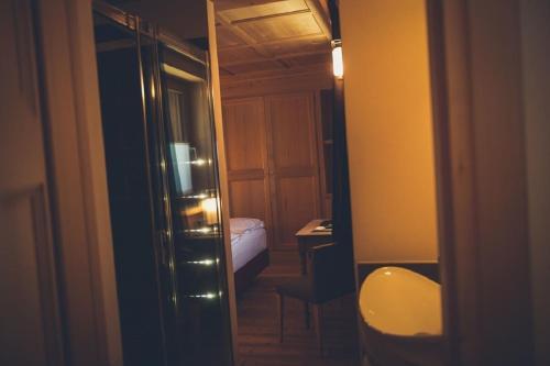 A bathroom at Alpen Hotel Chalet
