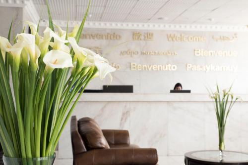 The lobby or reception area at Luxury Inkari Hotel