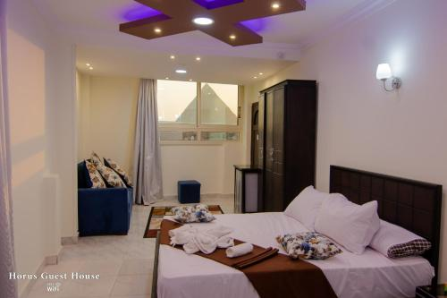 A seating area at Horus Guest House Pyramids View