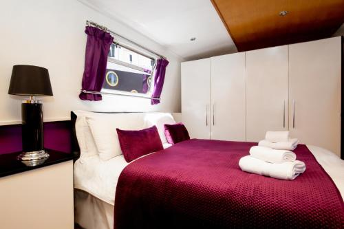 A bed or beds in a room at The Joker Boat