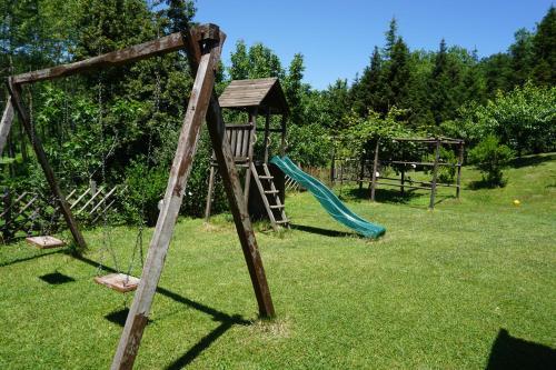 Ο χώρος παιχνιδιού για παιδιά στο Κέδρος
