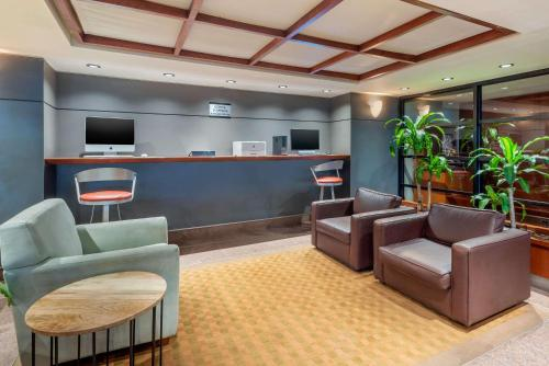 The lobby or reception area at Quality Hotel Dorval