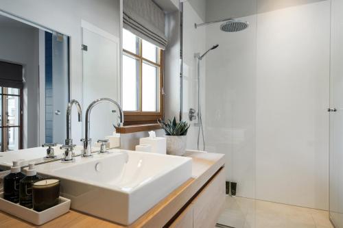 A bathroom at Thurnher's Alpenhof