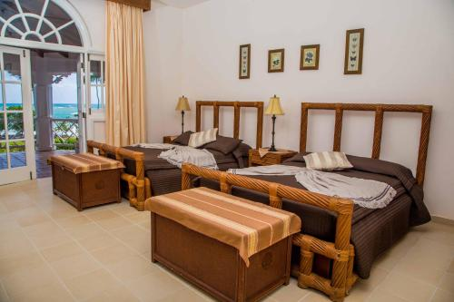 Ein Sitzbereich in der Unterkunft Hotel Villa Serena