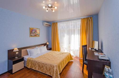 Кровать или кровати в номере Гранд Прибой Отель