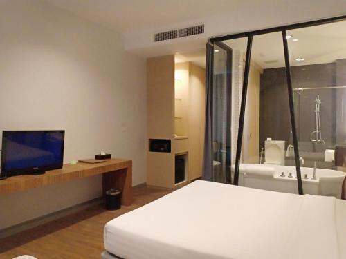 A bed or beds in a room at Vismaya Suvarnabhumi Hotel