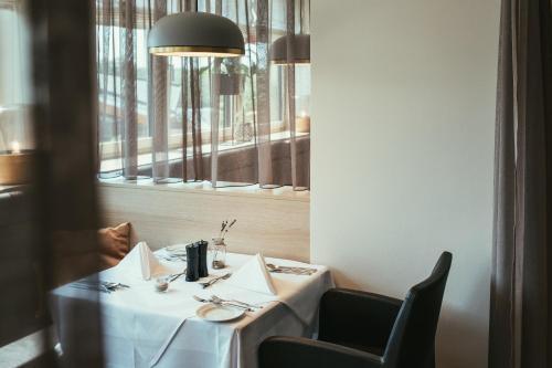 Ein Restaurant oder anderes Speiselokal in der Unterkunft Hotel Kowald Loipersdorf