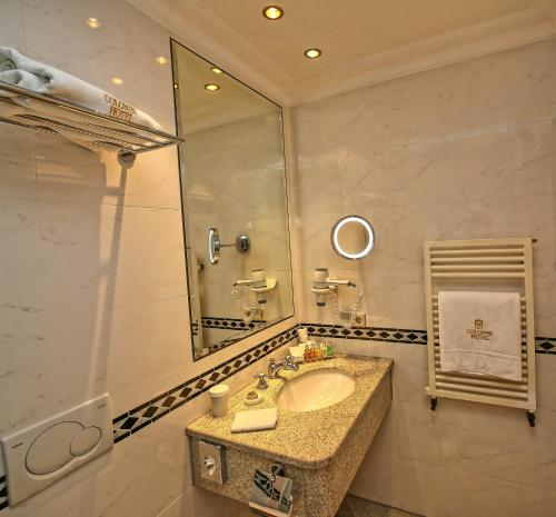 A bathroom at Colombi Hotel