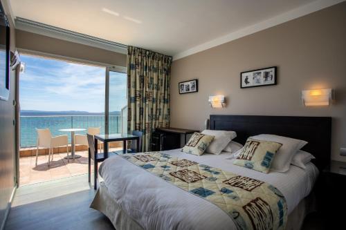 Un ou plusieurs lits dans un hébergement de l'établissement Roc Hotel