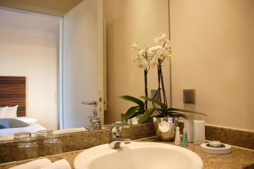 A bathroom at Hotel Bonjour