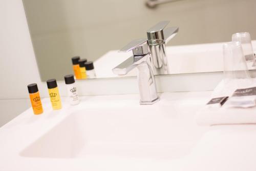 A bathroom at Hotel Plaza