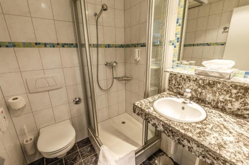 A bathroom at Arenas Resort Victoria-Lauberhorn