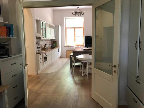 A kitchen or kitchenette at Apartments Afa and Maria
