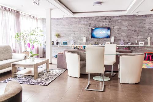 A kitchen or kitchenette at Schwanen Resort