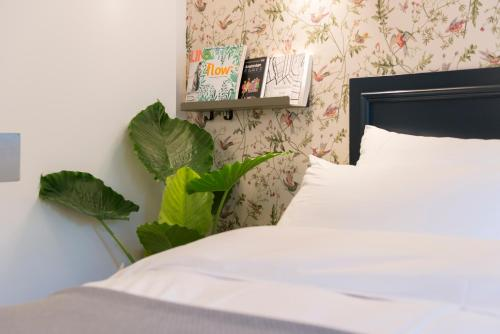 A bed or beds in a room at Milkhouse Luxury Stay Amsterdam