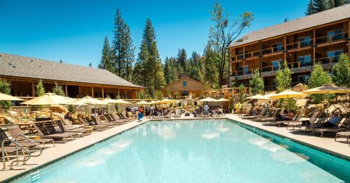 The swimming pool at or near Rush Creek Lodge at Yosemite