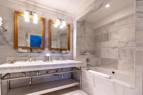A bathroom at el PRADO