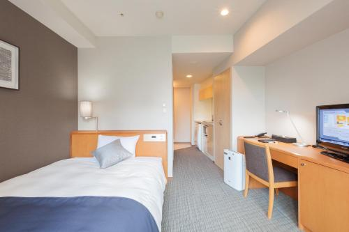 A bed or beds in a room at Tokyu Stay Shibuya Shin-Minamiguchi
