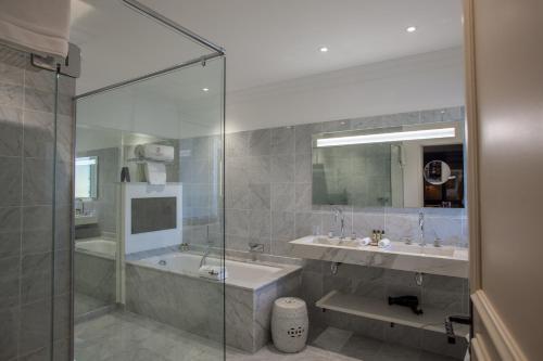 A bathroom at Le Phébus & Spa – Relais & Châteaux