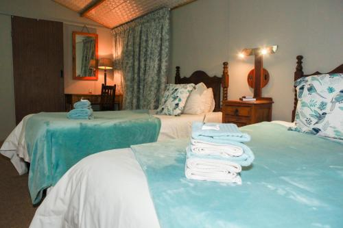 A bed or beds in a room at Elna's Accommodation