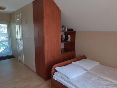 Lova arba lovos apgyvendinimo įstaigoje Gaspada