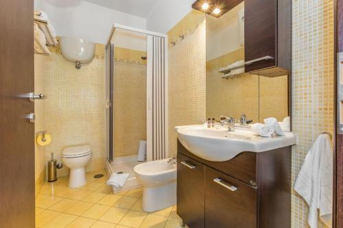 A bathroom at Asso Residence